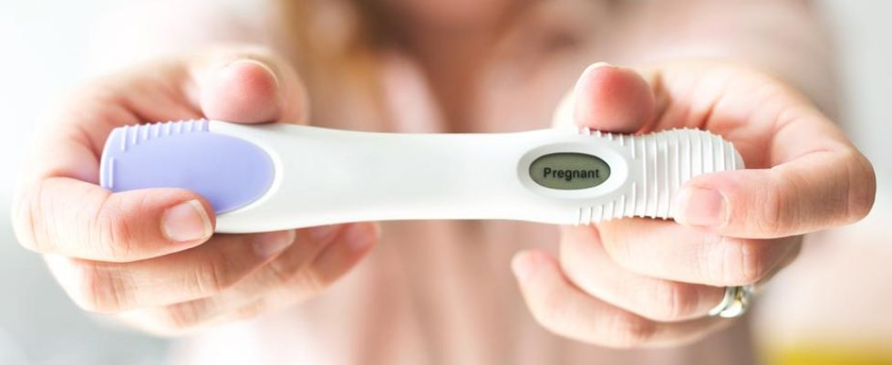 positive-pregnancy-test_925x